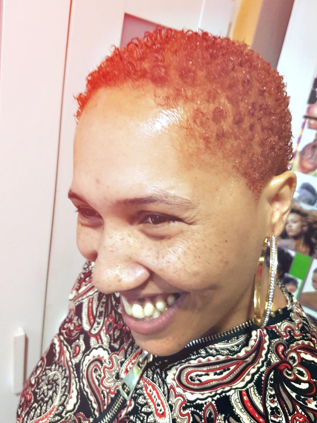 Salon de coiffure afro femme coiffures f minines et for Salon de coiffure afro